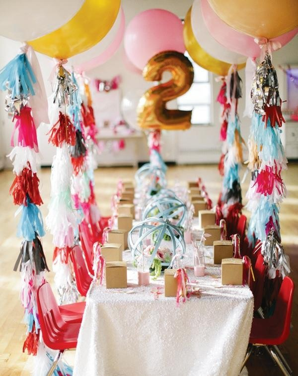 cool table decoration for a kids birthday party decoration