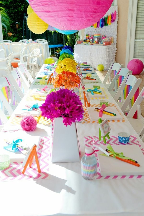 table decoration for a kids birthday party decoration in the garden