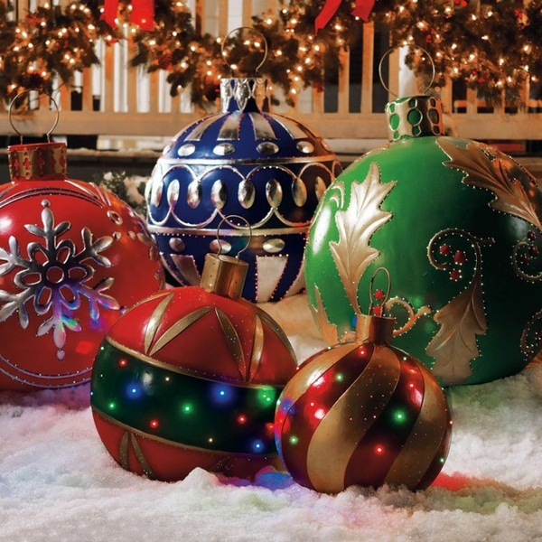 Christmas decorations for outdoor christmas makes an for Outside christmas balls