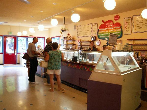 chocolate shop interior design (2)