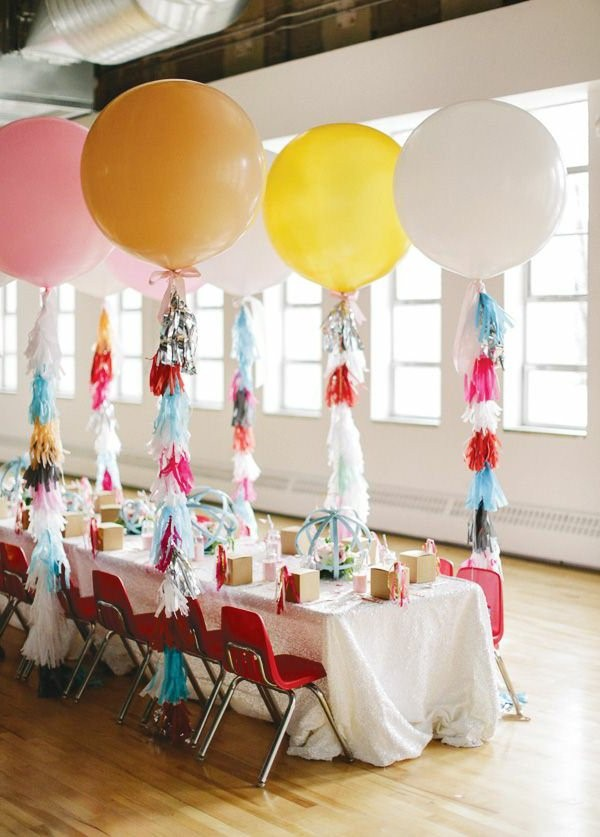 Wonderful table decorations for the children s birthday for Balloon decoration for kids birthday party