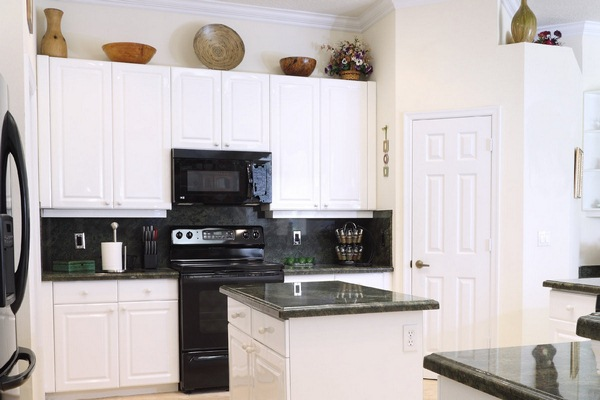 white country kitchen marble