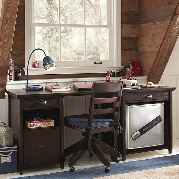 Traditional-Study-Room-Design-with-Desk-Lamp