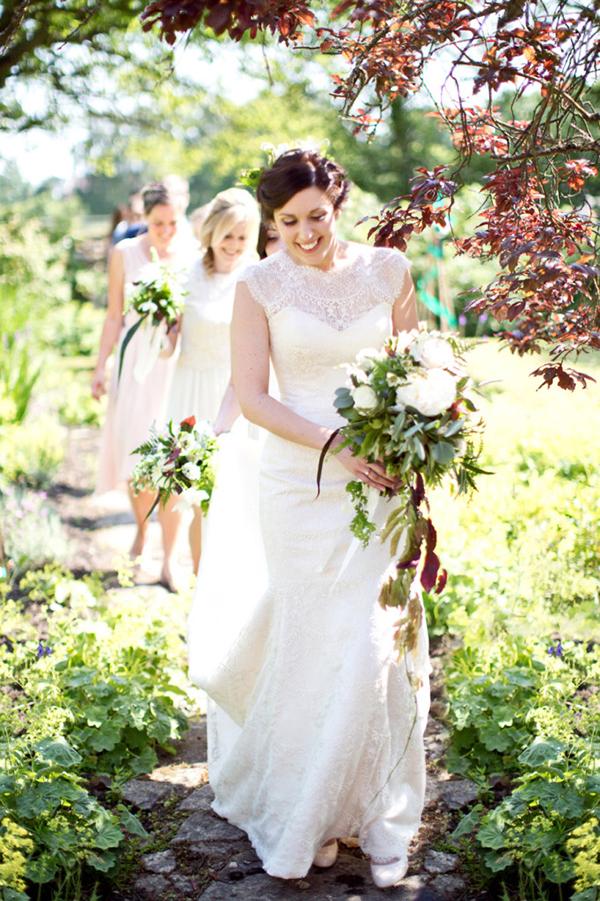 woodland wedding, bride walking, bouquet, bridal bouquet, bride carrying bouquet, caught the light