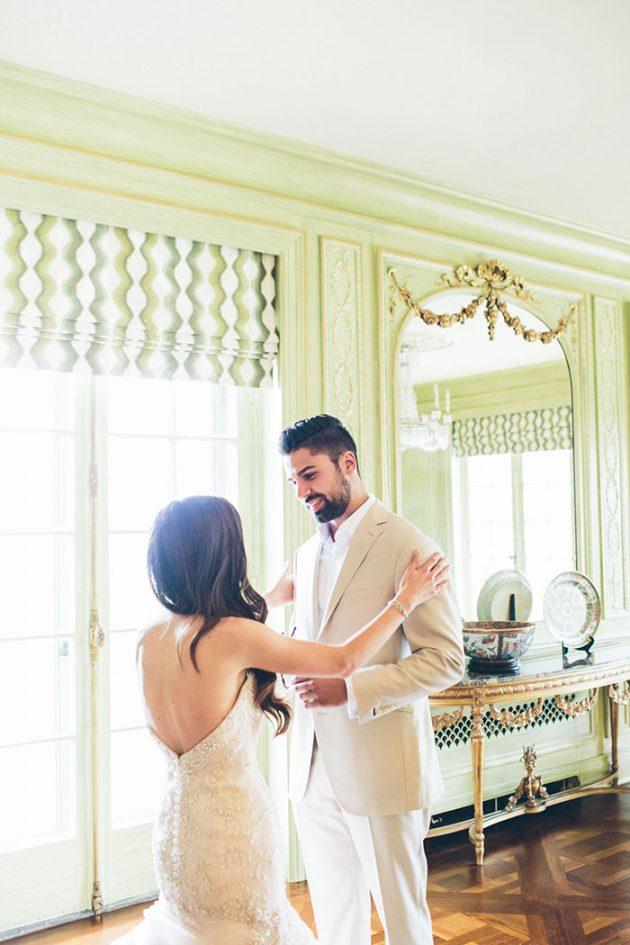 new-york-traditional-elegant-twist-floral-wedding-inspiration-blush-gown08