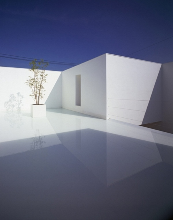 Courtyard minimalist white house concrete structure design modern