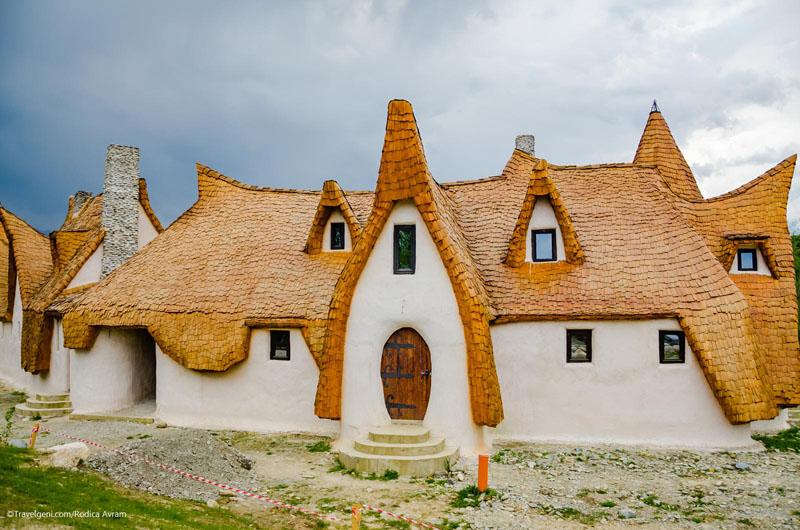 100% Organic with No Modern Finishes: Amazing Eco friendly Lodge in Romania DesignRulz.com