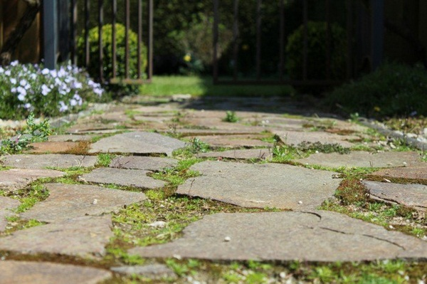 garden cottage style stone way