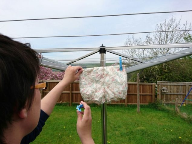 Hanging clothes on the Brabantia rotary dryer