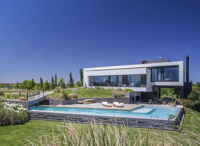 modern-home-situated-patagonia-argentina-3