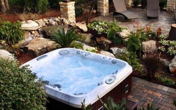 Jacuzzi outdoor garden party funny friends cozy evening