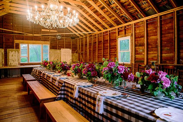 25-gingham-linen-indoor-barn-bbq-yvette-roman
