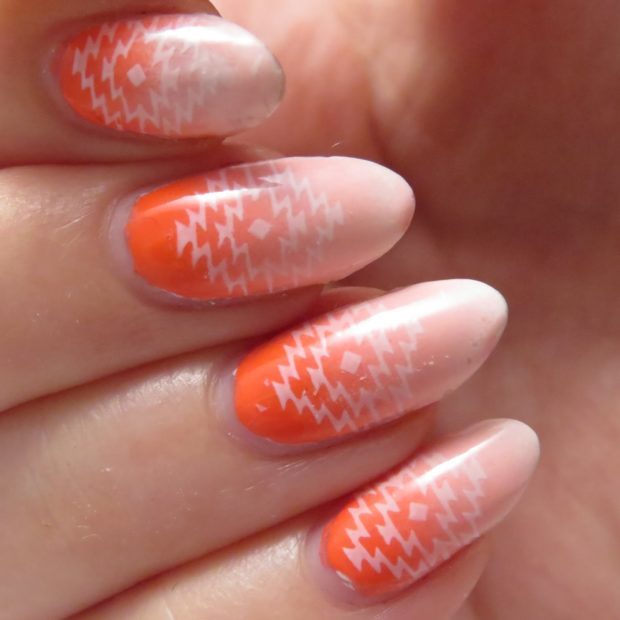 Mix of Coral and White Color Polishes for Perfect Summer Nail Art