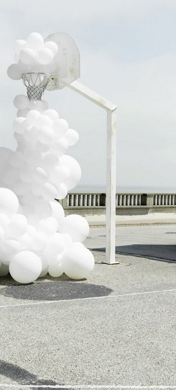 Contemporary art with white Balonen