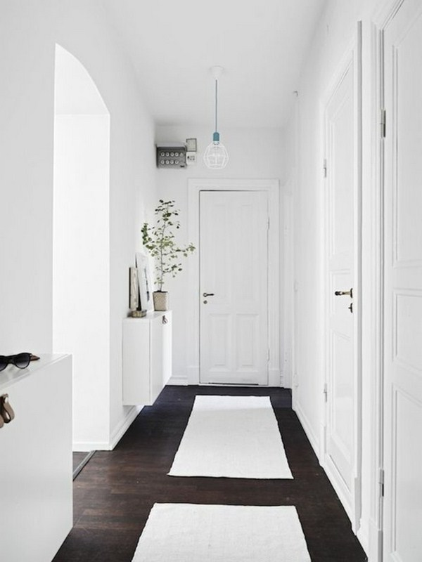 make hallway carpet in the hallway white color