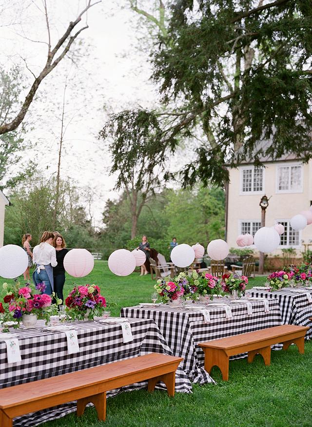 4-picnic-tables-gingham-linens-lanterns-jen-fariello