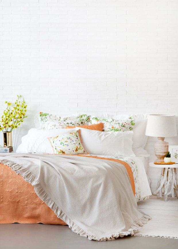 Light and airy summer bedroom in pale tones of peach and lime. Summer Bedroom Ideas Inspirational Summer Bedroom Ideas summerbedrooms3 koket love happens