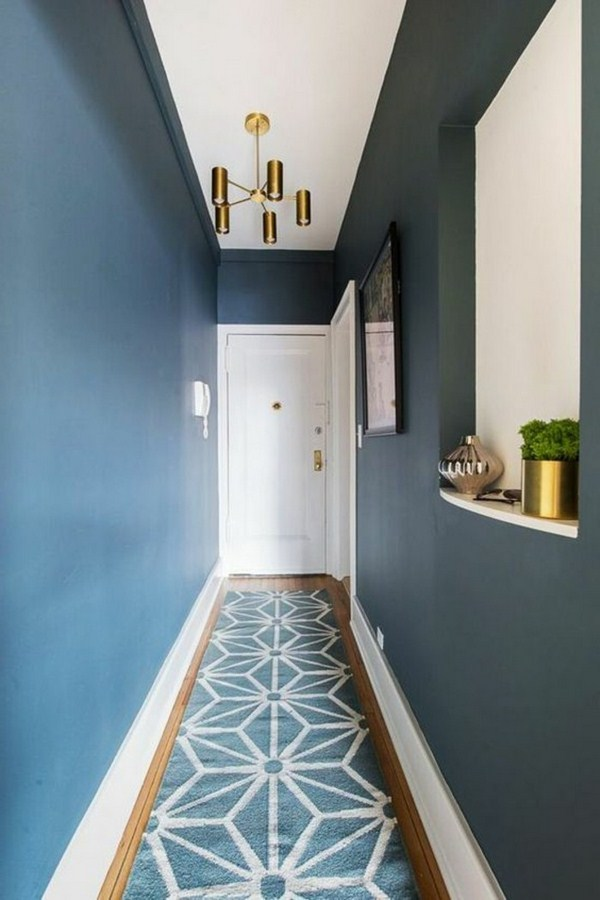 Carpet in the hallway blue white and blue wall design