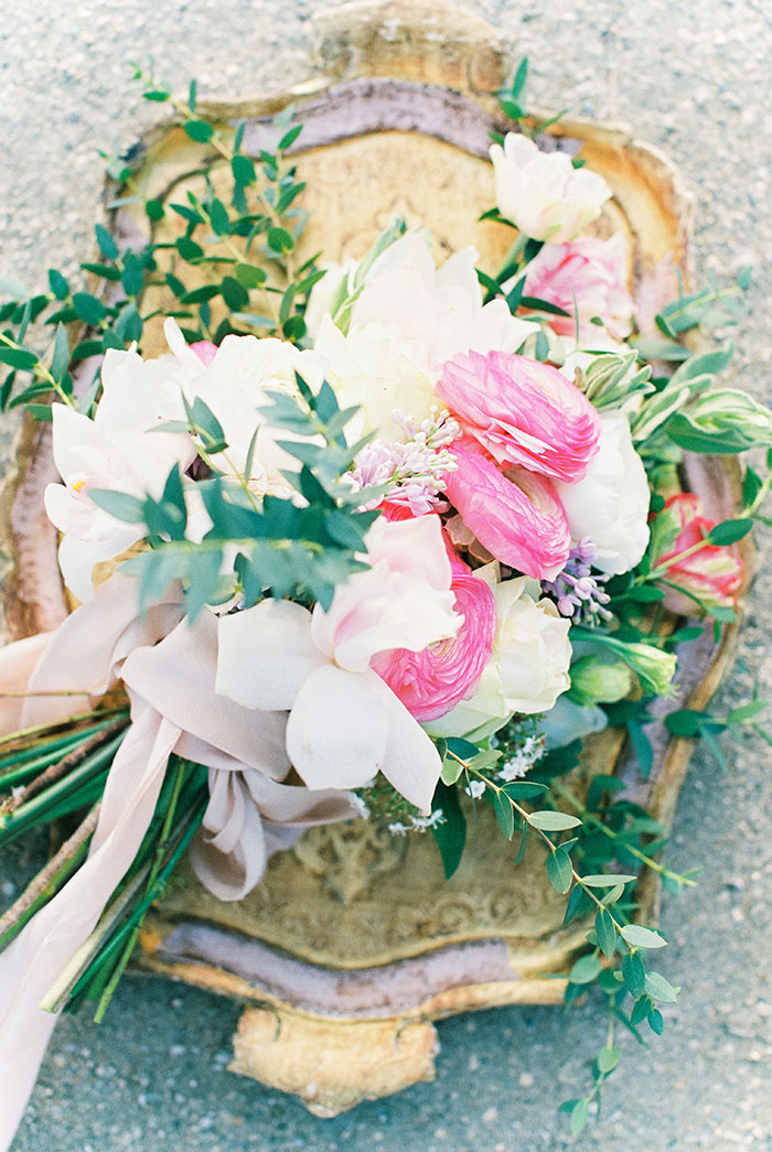 paris-elopement-pink-floral-wedding-inspiration04