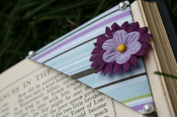 Bookmark do-it-yourself of flower purple color