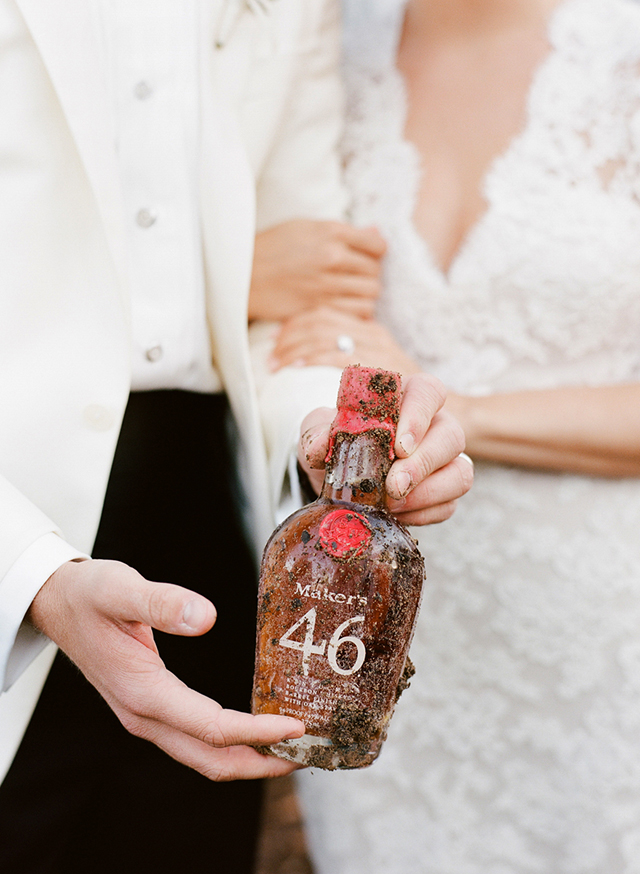 bride, groom, holding, whiskey