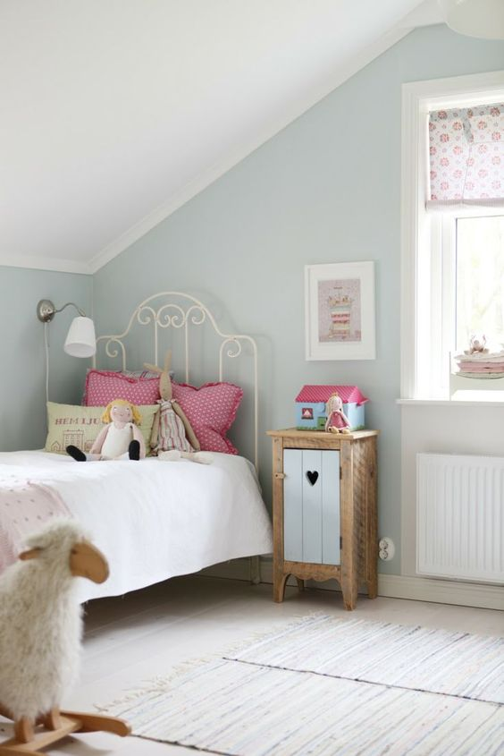 vintage attic girls' room