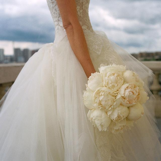 1-white-peony-bouquet-paris