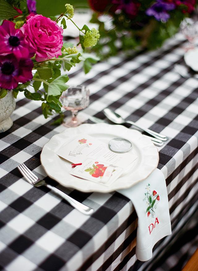 8-elegant-bbq-place-setting-strawberry-napkins-liz-banfield