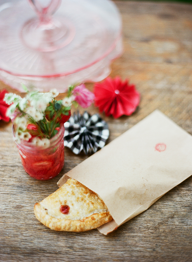 23-strawberry-hand-pie-bag-stamp-pudding-diy-rosette-prize-ribbon-food-label-liz-banfield