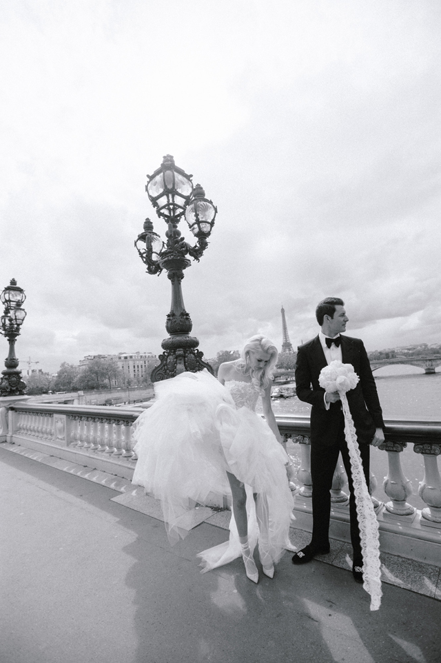 20-bride-groom-paris-eiffel-tower