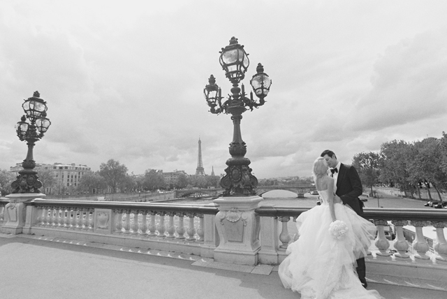21-bride-groom-eiffel-tower