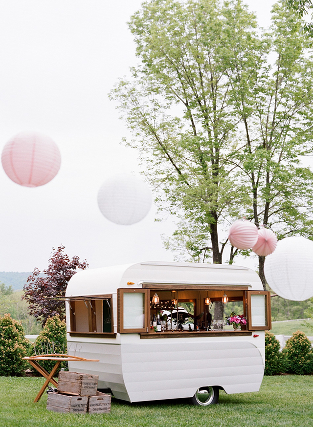 14-bar-trailer-wedding-lanterns-karen-hill