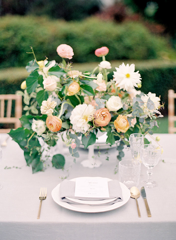 garden-ranunculus-peach-fresh-timeless-inspiration-shoot14