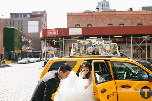 5-bride-groom-exit-taxi
