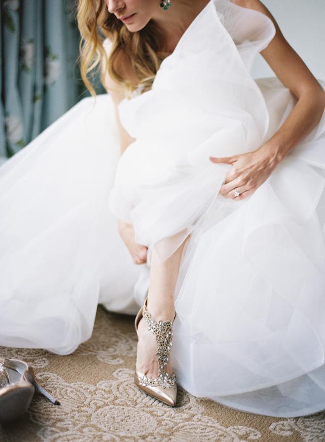 12-bride-hayley-paige-emerald-earrings-rene-Caovilla