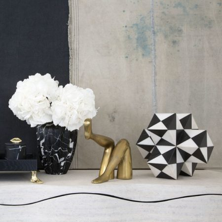The most stylish accessories to a bold living room Stylish Accessories to a Bold Living Room The Most Stylish Accessories to a Bold Living Room Room Decor Ideas The Most Stylish Accessories to a Bold Living Room Luxury Interior Design Luxury Homes Mini Trapezoid by Kelly Wearstler