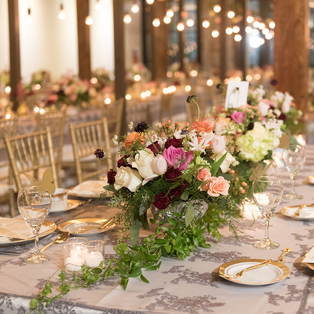 19-elegant-indoor-wedding-lush-florals