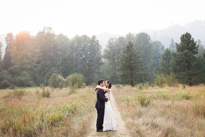 pine-river-ranch-washington-rustic-forest-blue-wedding-inspiration09