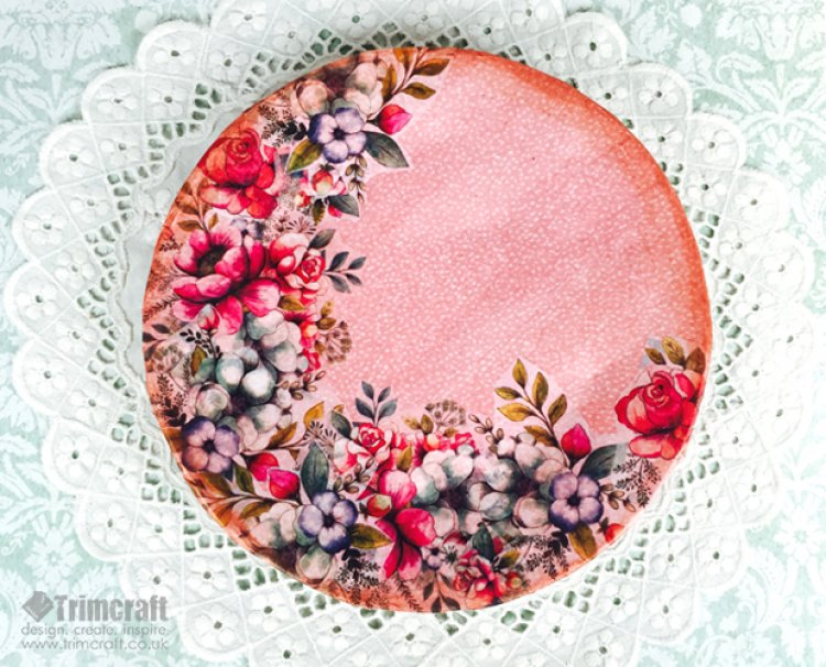 DIY artwork from a paper plate