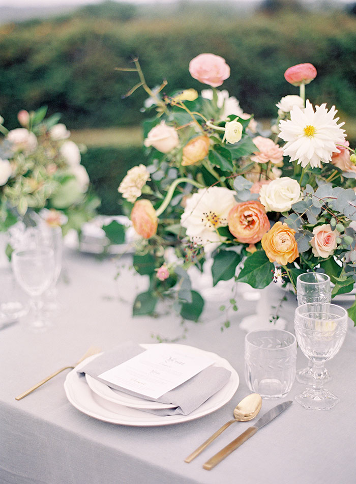 garden-ranunculus-peach-fresh-timeless-inspiration-shoot17