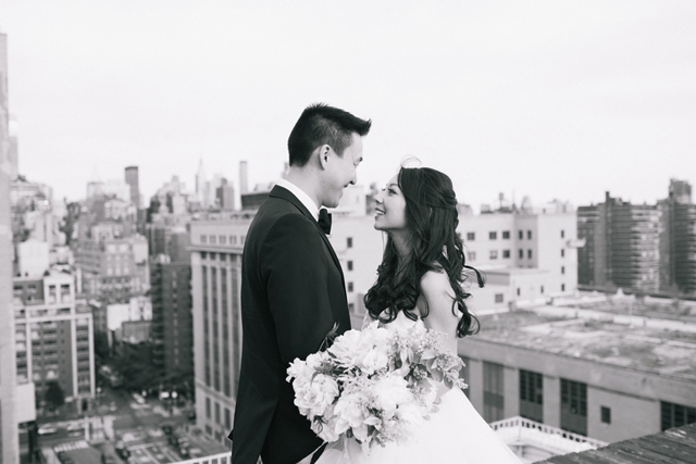 21-bride-groom-nyc-rooftop