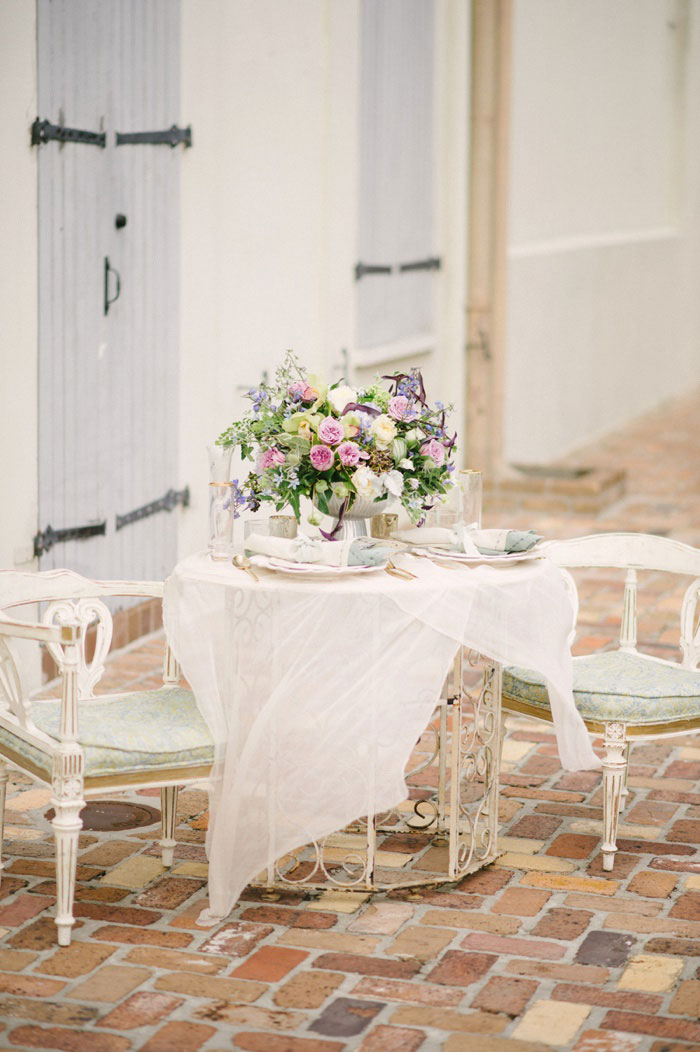 french-quarter-new-orleans-romantic-old-world-lavender-wedding-inspiration04
