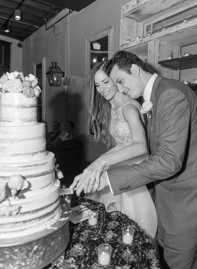31-bride-groom-cutting-cake