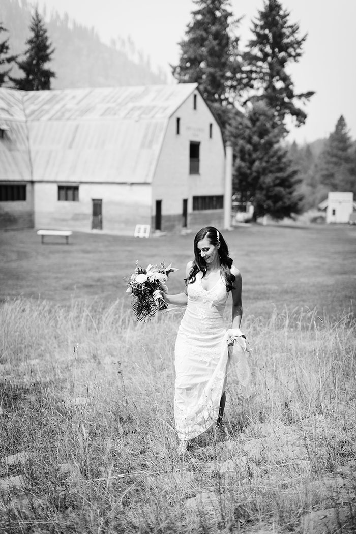 pine-river-ranch-washington-rustic-forest-blue-wedding-inspiration20