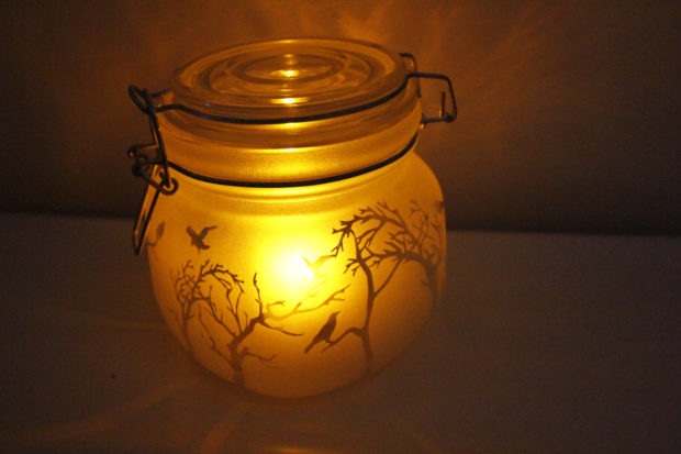 15 Frightening Halloween Lights Designs That Will Create An Eerie Ambiance
