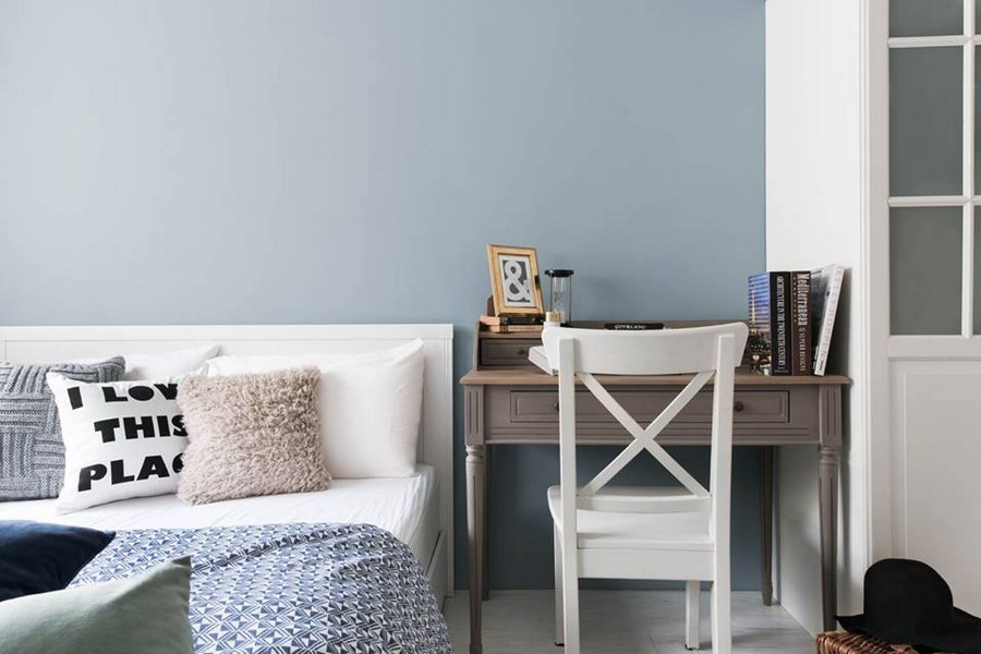 4-3-eclectic-Scandinavian-and-French-style-interior-bedroom-white-pale-pink-light-blue-wall-white-furniture-closet-wardrobe-console-desk-dressing-table-throw-pillows-white-floor
