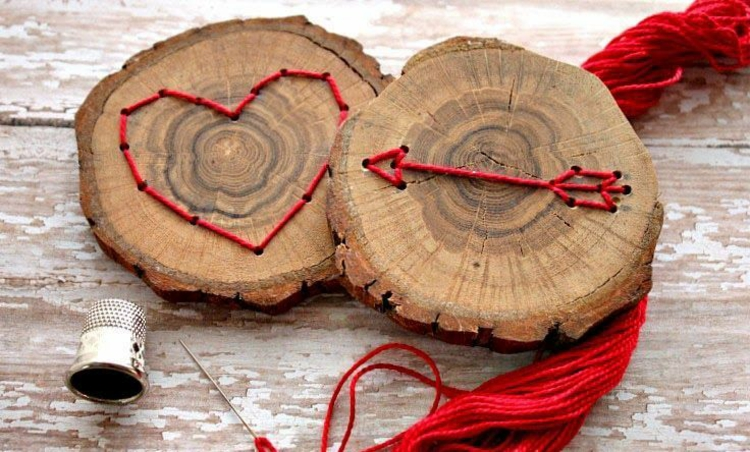 decoration with wood disks heart arrow gift idea branches sew wood