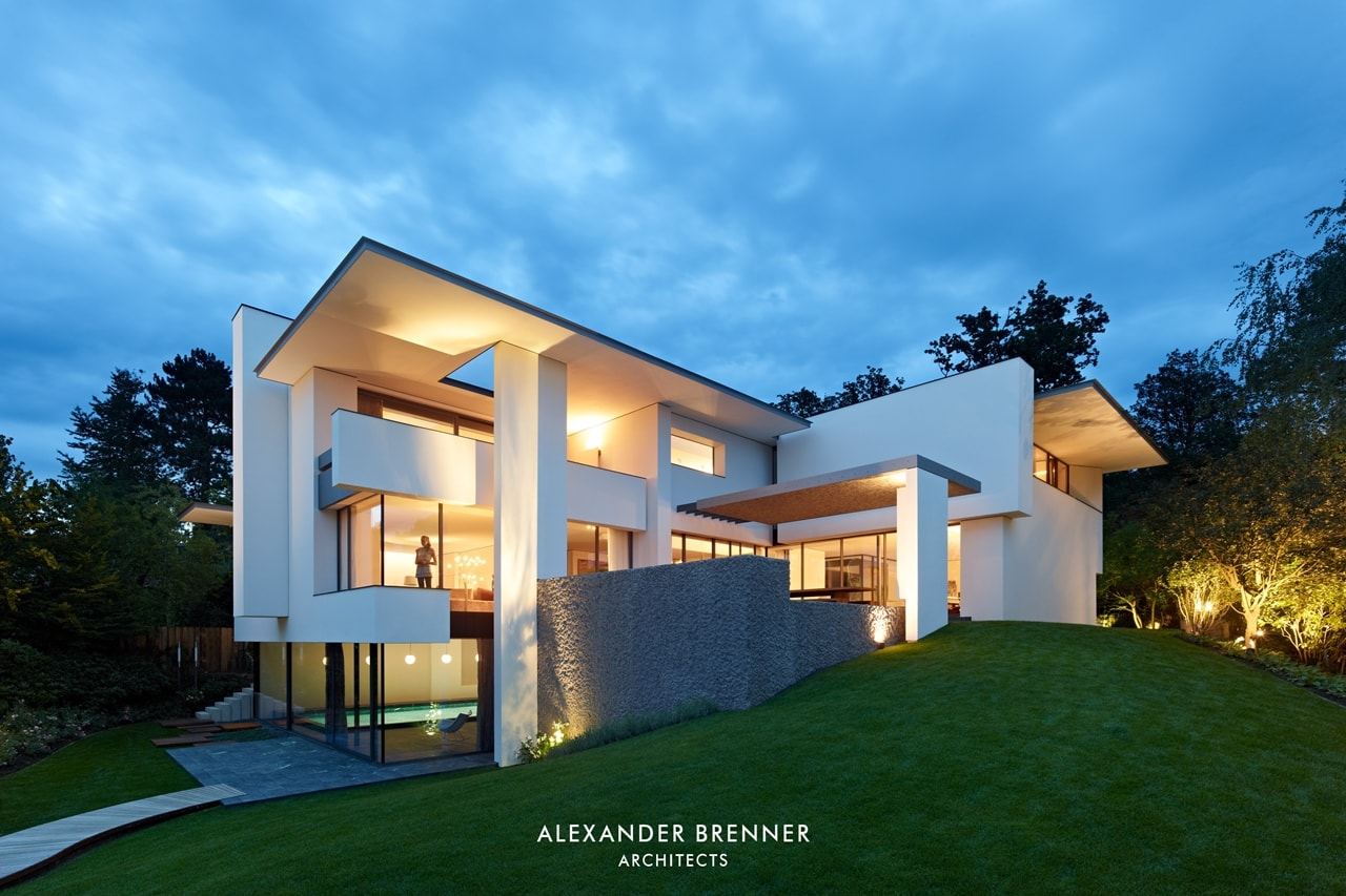 Modern villa by Alexander Brenner at night