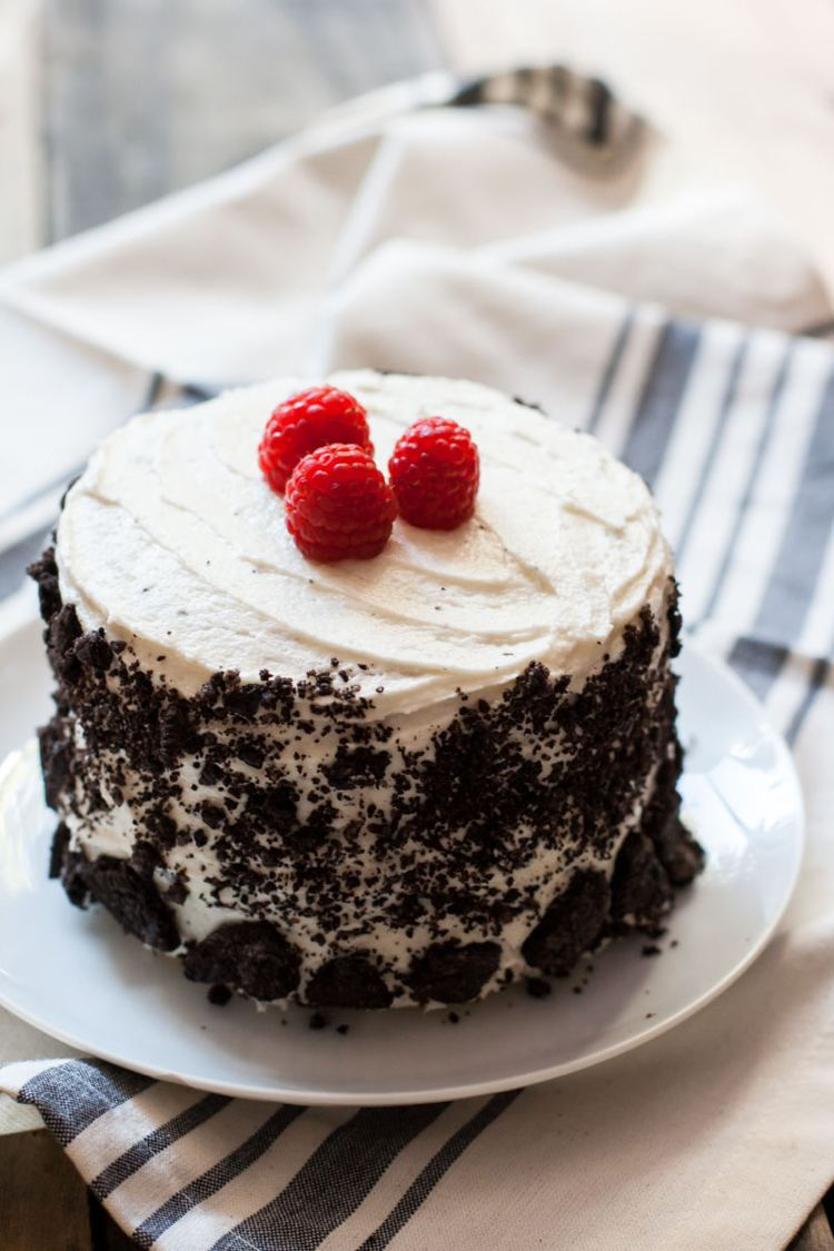 Oreo-cake-making-recipe-raspberry-cream-idea