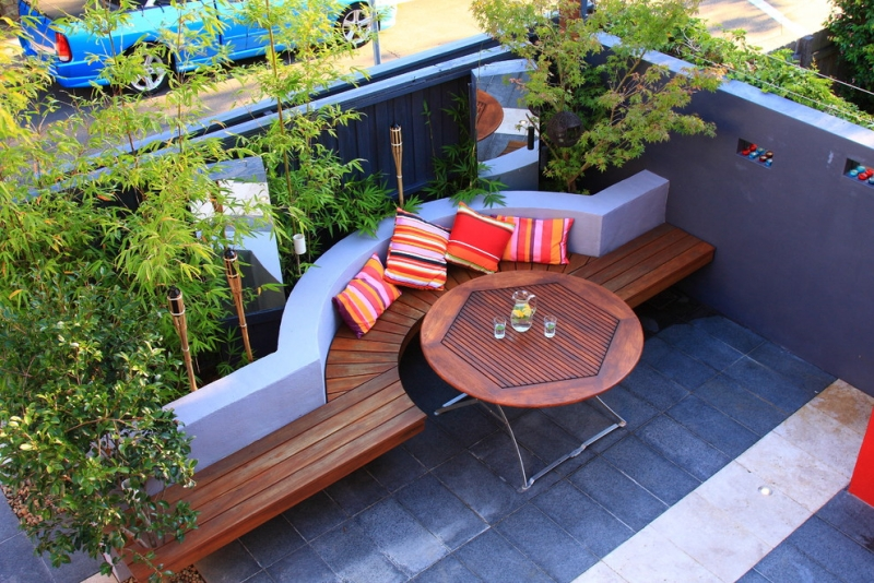 Seatings-in-garden-modern-with-wall-wood garden bench
